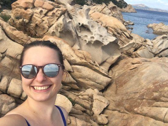 Kameny na pláži Punta Molara